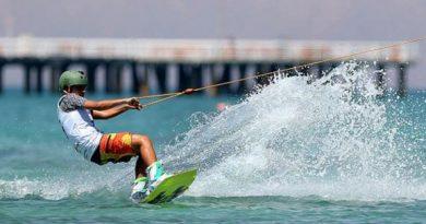 اسکی روی آب با قایق کیش